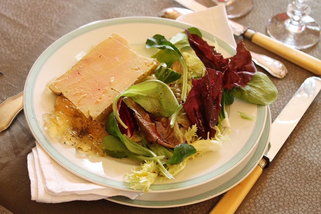 Terrine de foie gras maison le dressage le blog de camille - Decoration assiette de foie gras photo ...