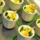Oeufs brouillés en corolle d'asperges sur fond de tomate séchée au miel